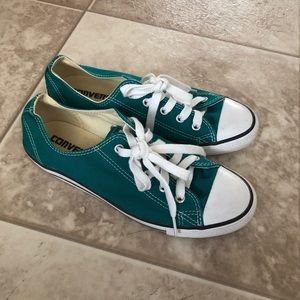 Converse Low Top Sneakers Shoes Size 6